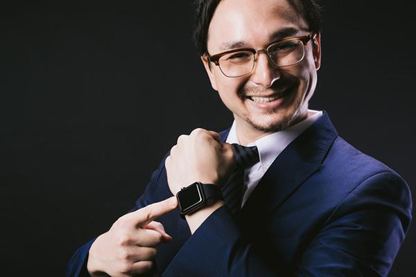 腕時計を見せびらかす人